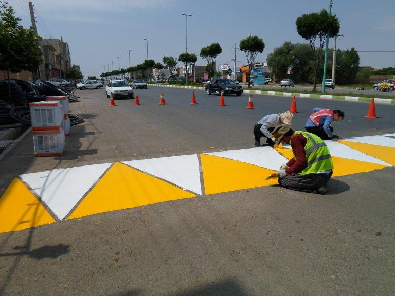 اجرای رنگ ترافیکی سرعت گیر شرکت افروز